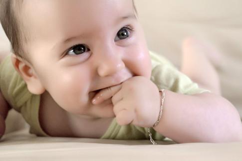 Photographe Grenoble portrait bébé a domicile